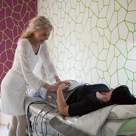 pressotherapist-koerperstraffung-kosmetik-studio-stuttgart-carola-kiesel-beauty-balance