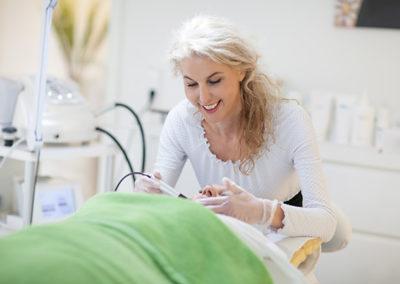 mikrodermabrasion-behandlung-stuttgart-kosmetik-studio-carola-kiesel-beauty-balance